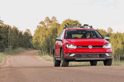2017 Volkswagen Golf Alltrack - USA version 28