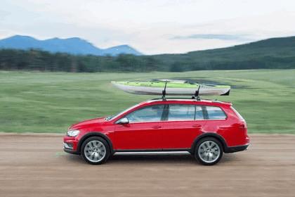 2017 Volkswagen Golf Alltrack - USA version 30