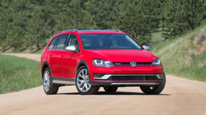 2017 Volkswagen Golf Alltrack - USA version 4