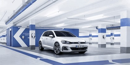 2017 Volkswagen Golf ( VII ) GTE 3