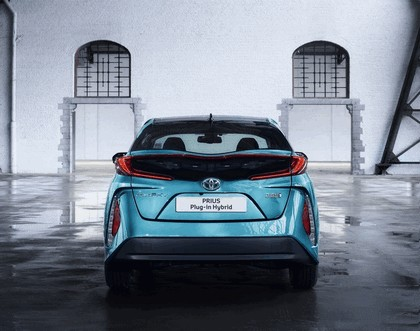 2017 Toyota Prius Plug-in Hybrid 45