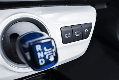 2017 Toyota Prius Plug-in Hybrid 102