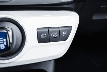 2017 Toyota Prius Plug-in Hybrid 104