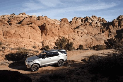 2017 Land Rover Discovery - USA version 23