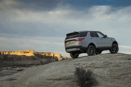 2017 Land Rover Discovery - USA version 24