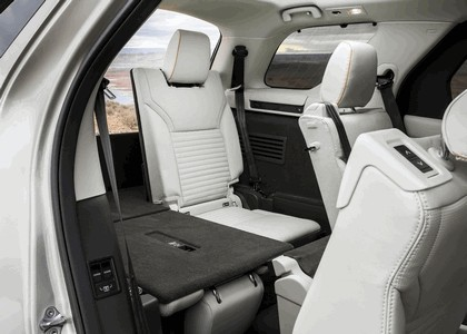2017 Land Rover Discovery - USA version 31