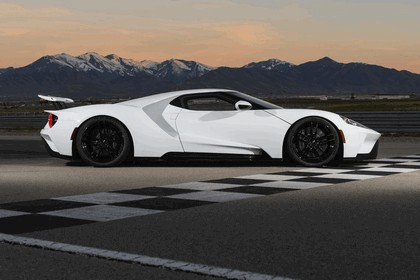 2017 Ford GT 24