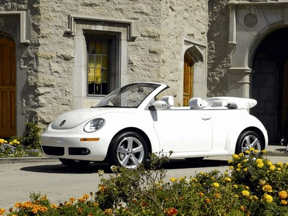 2007 Volkswagen Triple White New Beetle convertible 11