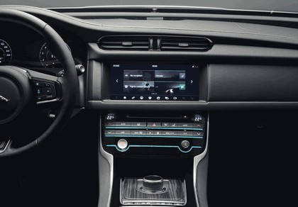2017 Jaguar XF Sportbrake S AWD 24