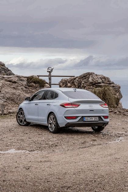 2017 Hyundai i30 Fastback 12