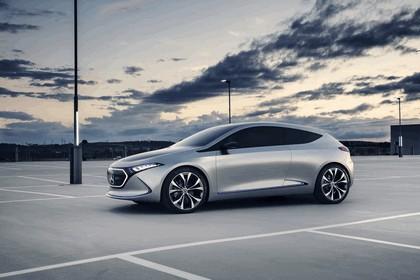 2017 Mercedes-Benz Concept EQA 8