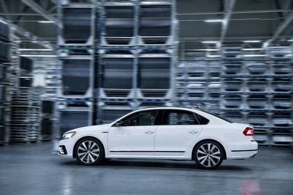 2018 Volkswagen Passat GT - USA version 3