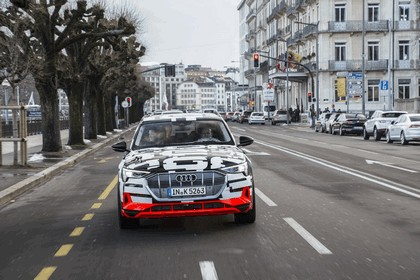 2018 Audi e-tron prototype 29
