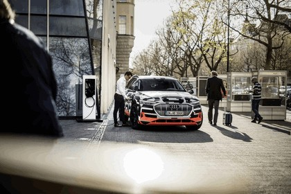2018 Audi e-tron prototype 37
