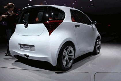 2007 Toyota IQ concept 1