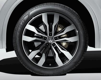 2018 Volkswagen Touareg 18
