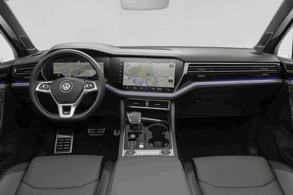 2018 Volkswagen Touareg 24