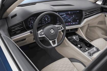 2018 Volkswagen Touareg 25