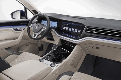 2018 Volkswagen Touareg 26