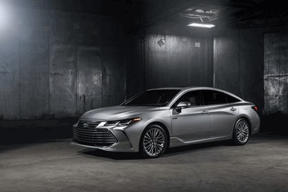 2018 Toyota Avalon Limited Hybrid 1