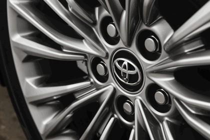 2018 Toyota Avalon Limited Hybrid 10