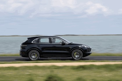 2019 Porsche Cayenne E-hybrid 244