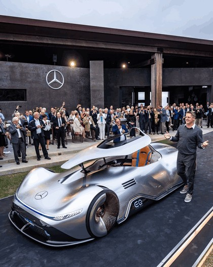 2018 Mercedes-Benz Vision EQ Silver Arrow concept 35