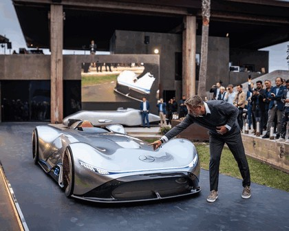 2018 Mercedes-Benz Vision EQ Silver Arrow concept 36