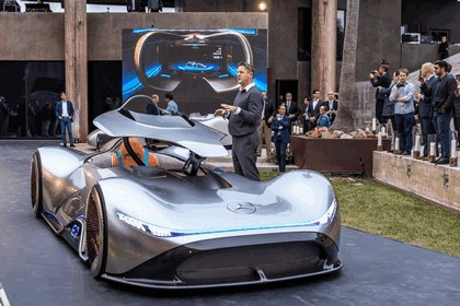 2018 Mercedes-Benz Vision EQ Silver Arrow concept 37
