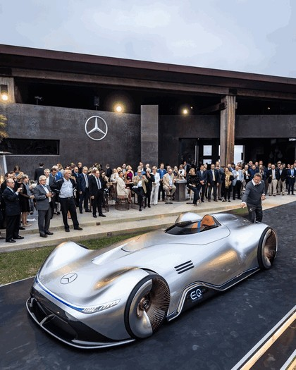 2018 Mercedes-Benz Vision EQ Silver Arrow concept 39
