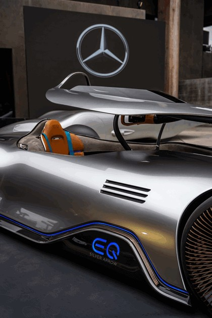 2018 Mercedes-Benz Vision EQ Silver Arrow concept 41
