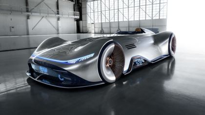 2018 Mercedes-Benz Vision EQ Silver Arrow concept 3