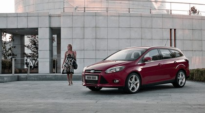 2010 Ford Focus station wagon 3