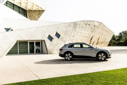 2019 Audi e-Tron 305