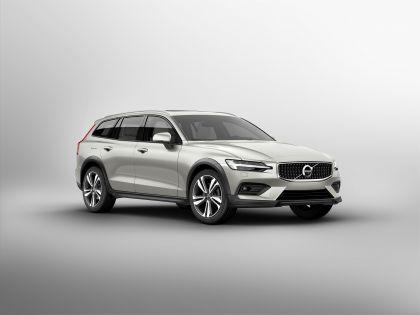 2018 Volvo V60 Cross Country 1