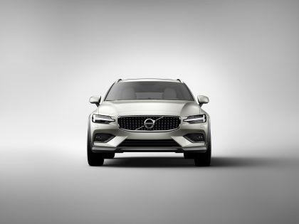 2018 Volvo V60 Cross Country 4