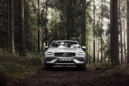 2018 Volvo V60 Cross Country 10