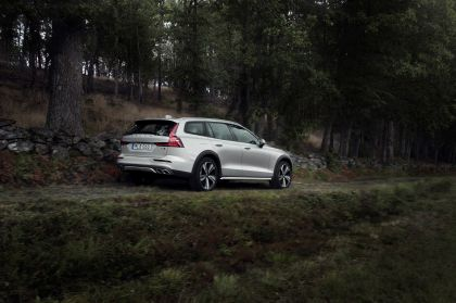 2018 Volvo V60 Cross Country 12