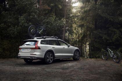 2018 Volvo V60 Cross Country 13