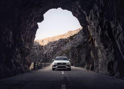 2018 Volvo V60 Cross Country 14