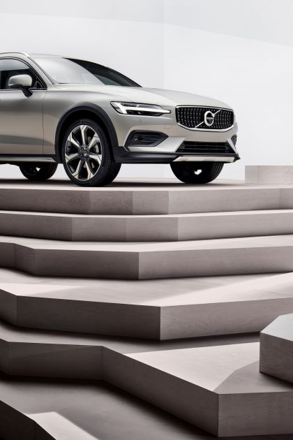 2018 Volvo V60 Cross Country 21