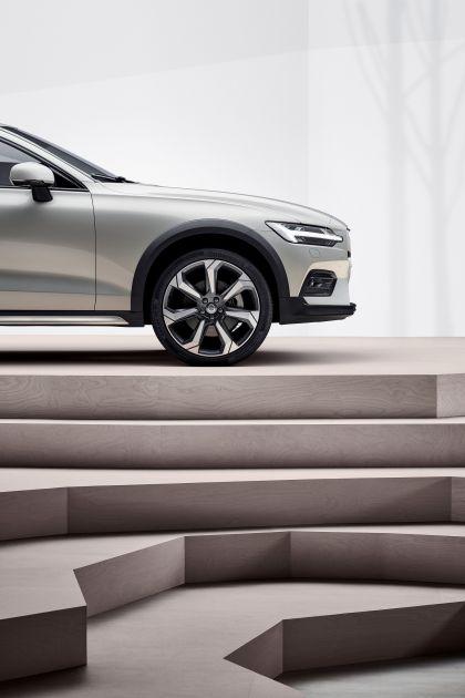 2018 Volvo V60 Cross Country 22
