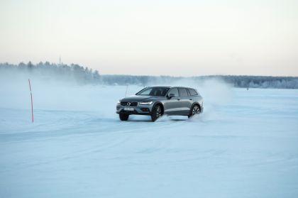 2018 Volvo V60 Cross Country 36