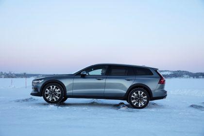 2018 Volvo V60 Cross Country 43