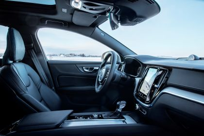 2018 Volvo V60 Cross Country 52