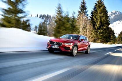 2018 Volvo V60 Cross Country 76