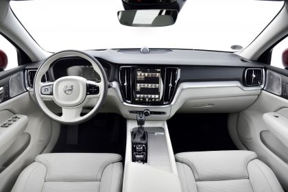 2018 Volvo V60 Cross Country 104
