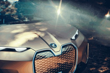 2018 BMW Vision iNEXT 16