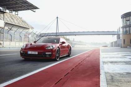 2018 Porsche Panamera GTS 1