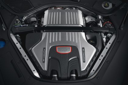 2018 Porsche Panamera GTS Sport Turismo 17